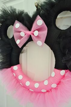 Minnie Mouse Tulle Wreath Tutorial With Video Mickey Mouse Wreath, Disney Wreath, Mickey Y Minnie, Minnie Mouse 1st Birthday, Minnie Mouse Baby Shower, Minnie Mouse Party, 2nd Birthday, Tulle Wreath Tutorial, Tutu Wreath