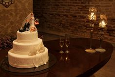 Cake by Andreza Menezes, via Flickr
