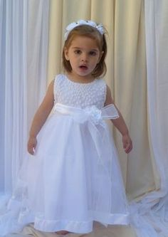Learn how to make beautiful children's dresses with a step by step explained in video … Baby Christening Gowns, Baptism Dress, Flower Girls, Flower Girl Dresses, Boys Occasion Wear, Little Girl Dresses, Girls Dresses, Blessing Dress, Baby Dress