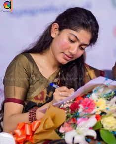 Beautiful Girl Photo, Cute Girl Photo, Beautiful Girl Indian, Most Beautiful Indian Actress, Beautiful Saree, Sai Pallavi Hd Images, Beautiful Heroine, Nice Lips, Heroine Photos
