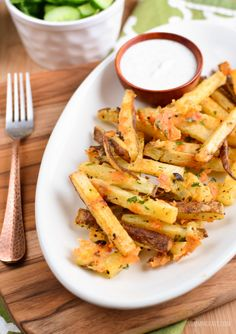 Cheesy Garlic Parmesan Fries with a yummy low syn ranch dressing. I mean really what's not to love - syn free fries, cheesy parmesan and fresh garlic - yum!