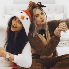 Shay mitchell(emily) ashley benson (hanna) there outfits r cuuute