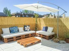 Lounge made from pallets Chula, Outdoor Furniture, Outdoor Decor, Summer Fun, Sun Lounger, Backyard Ideas, Garden Ideas, Fun Crafts, Craft Projects