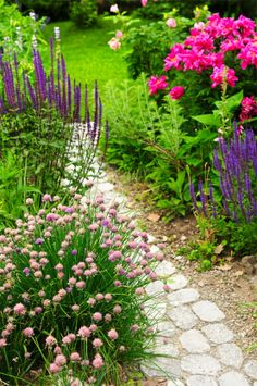 Gardens: Stone #garden #path.