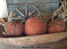 Prim pumkins and trencher