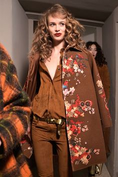 Big curls made a debut at the Blugirl show at #MFW! #RunwayTrends #RunwayBeauty