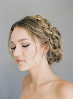 Top rated volume mascara According to Celebrity Makeup - Style My Hairs Wedding Hair And Makeup, Bridal Hair, Hair Makeup, Simple Bridal Makeup, Blue Bridal, Wedding Make Up, Wedding Day, Simple Wedding Hair, Wedding Veils