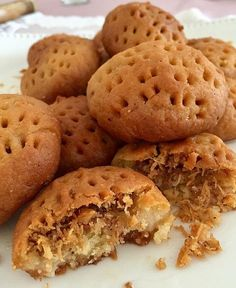 Image may contain: food Cookie Time, Best Pasta Recipes, Sweet Recipes, Fast Easy Dinner, Semolina Cake, Turkish Recipes, Appetizer Recipes, Easy Meals, Food And Drink