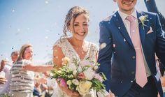 Un destination wedding intimo all'aperto, sulle colline vicino a Siena, dai dettagli rustici e romantici allo stesso tempo.