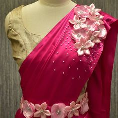 Cutwork Blouse Designs, Saree Blouse Neck Designs, Half Saree Designs, Fancy Blouse Designs, Sari Blouse, Saree Embroidery Design, Embroidery Fashion, Flower Embroidery, Saree Draping Styles