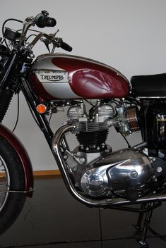 Triumph Street Scrambler, Triumph Motorbikes, Triumph T120, Triumph Bikes, Triumph Motorcycles, Restoration Shop, British Motorcycles, Motorcycle Engine, Old Bikes