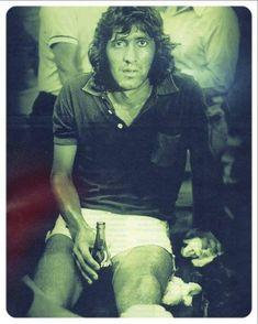 El Trinche Carlovich: el tipo que no quiso ser Maradona | Marca.com Beauty Art, Mona Lisa, Street Wear, How To Wear, Plate, River, Sport, Rick And Morty Characters, Headshot Photography