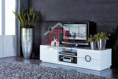 Meja TV Cat Duco merupakan produk Meja TV yang kami produksi menggunakan kayu mahoni yang kami padupadankan dengan balutan cat finishing Duco Putih. Meja TV Cat Duco