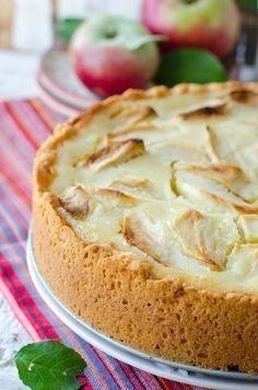 Цветаевский яблочный пирог  Вам потребуется:  Тесто  Масло сливочное - 150 г, Сметана - 0,5 стакана, Мука - 1,2 стакана, Разрыхлитель - 1,5 чайных ложки  Сметанная заливка  Сметана - 1 стакан, Сахар - 1 стакан, Яйцо - 1 шт, Ванильный сахар - 1 чайная ложка, Мука - 2 столовых ложки  Начинка  3-4 яблока  Приготовление::  1. Сливочное масло растопить и немного охладить. Муку просеять и смешать с разрыхлителем. В большую миску положить сметану и влить сливочное масло. Перемешать…