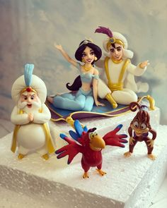 29 Ideas Cupcakes Fondant Toppers Polymers For 2019 Fondant Toppers, Fondant Cupcakes, Fun Cupcakes, Cupcakes Decoration Disney, Chocolate Cupcakes Decoration, Aladdin Cake, Aladdin Party, Cupcake Wedding Favors, Bridal Shower Cupcakes
