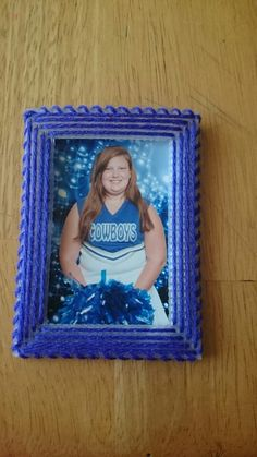 Photo frame for wallets out of 10 count canvas.