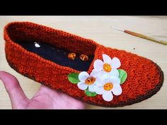 Kirpikli model #patikyapımı #patikmodelleri #babetpatik - YouTube Crochet Sandals, Crochet Shoes, Crochet Slippers, Easy Crochet, Crochet Baby, Baby Kimono, T Mo, Moda Emo, Designer Sandals