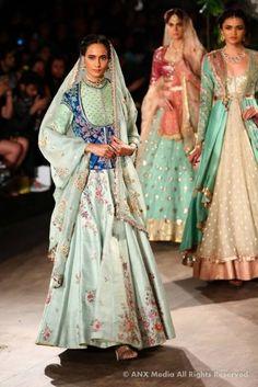 Anju Modi At ICW : Bridal Collection 2017   WedMeGood