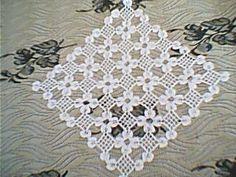 Crochet Doily Diagram, Crochet Squares, Crochet Doilies, Beginner Knitting Patterns, Knitting For Beginners, Crochet Tablecloth, Crotchet, Embroidery, Collars