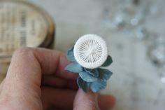 染め花作家のManoさんが、わたしの作ったボタンをお花に仕立ててくださいました。