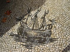 Calçada Portuguesa is renowned through out Europe as some of the best Cobble Stoned side walks. Portuguese Culture, Portuguese Tiles, Paving Stones, Azores, Famous Places, Spain And Portugal, Cool Artwork, Rue, Landscape Architecture