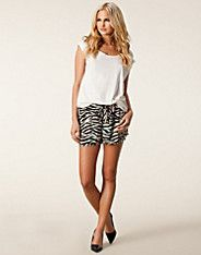 Saturday Shorts - Vero Moda - Oatmeal - Trousers & shorts - Clothing - NELLY.COM 14,95eur