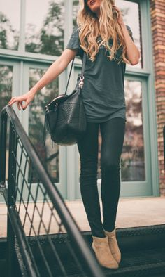 Tunic tee. Dark wash skinny jeans or pleather leggings. Brown suede ankle booties.
