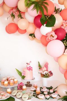 Tropical flamingo party by The Shift Creative Flamingo Party, Flamingo Baby Shower, Flamingo Decor, Flamingo Birthday, Flamingo Cupcakes, Deco Ballon, Hawaian Party, Brunch Decor, Brunch Ideas