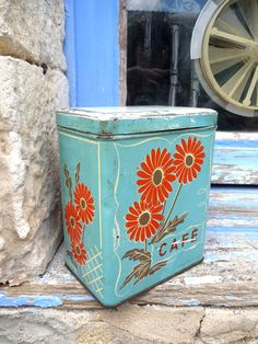 1930s French tin box Cafe Coffee.