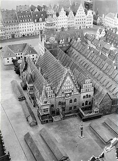 Germany Free State Prussia Silesia province Breslau: City hall - undated - Photographer: Frankl - Vintage property of ullstein bild Get premium, high resolution news photos at Getty Images Old Pictures, Old Photos, Beautiful Buildings, Beautiful Places, Genius Loci, Free State, Old Street, Prussia, Bratislava