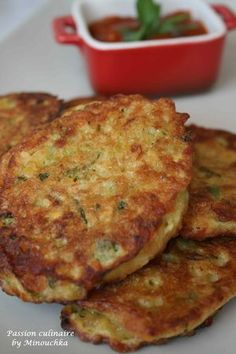 Zucchini patties and coral lentils - culinary passion by Minouchka - vegetarian Fun Easy Recipes, Healthy Dinner Recipes, Vegan Recipes, Cooking Recipes, Quinoa, Healthy Protein Breakfast, Zucchini Patties, Zucchini Pancakes, Vegan Burgers