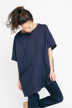 Harper Tunic in Linen /aesencecom/ Minimal Fashion Inspo Chicago Fashion, Apostolic Fashion, Style Outfits, Cool Outfits, Simple Style, Style Me, Feminine Mode, Baggy Shirts, Style Minimaliste