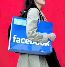 Top 10 Retailers In Social Media: U.S. Brand Comparison [Infographic]
