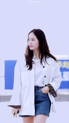 Krystal Fx, Jessica & Krystal, Snsd Fashion, Fashion Outfits, Kpop Girl Groups, Kpop Girls, Krystal Jung Fashion, Krystal Jung Style, Marie Claire