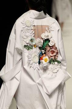 Asian Fashion Meets TOKYO (Vietnam), Rakuten Fashion Week TOKYO (RakutenFWT) is the most famous fashion festival of Japan. Couture Mode, Style Couture, Couture Details, Fashion Details, Look Fashion, Couture Fashion, Runway Fashion, Fashion Art, High Fashion