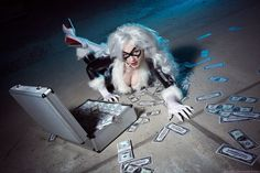 Cool Cosplay: Booster Gold, Black Cat, And More!