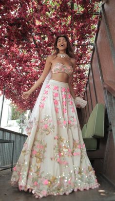 Juhi Godambe – Papa Don't Preach by Shubhika Indian Bridal Outfits, Indian Designer Outfits, Indian Outfits Modern, Indian Lehenga, Lehenga Choli, Floral Lehenga, Lehenga Suit, Bollywood Lehenga, Indian Attire
