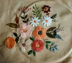 Getting to Know Brazilian Embroidery - Embroidery Patterns Simple Embroidery, Learn Embroidery, Embroidery Hoop Art, Ribbon Embroidery, Modern Embroidery, Cross Stitch Embroidery, Machine Embroidery, Hand Embroidery Projects, Hand Embroidery Patterns