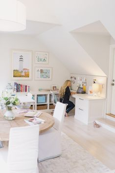 Talk: La Petite Peach Office Great home office space. home decor and interior decorating ideas.Great home office space. home decor and interior decorating ideas. Home Office Space, Office Workspace, Home Office Design, Home Office Decor, Home Decor, Office Ideas, Attic Office, Office Spaces, Attic Loft