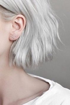 Grey and silver hair trend, how to & best products - Hailey Baldwin (Glamour.com UK)
