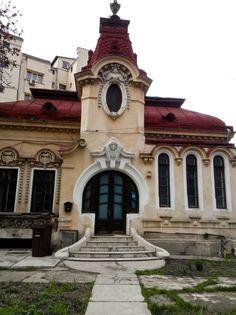 Bucharest #Romania #architecture #beautiful Beautiful Castles, Beautiful Buildings, Beautiful Places, Vintage Architecture, Amazing Architecture, French Exterior, Bucharest Romania, Old Houses, Art Nouveau