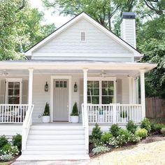White Exterior Paint, White Exterior Houses, Exterior Paint Colors For House, Grey Exterior, Cottage Exterior, Modern Farmhouse Exterior, Exterior Design, Gray Houses, Exterior Colors