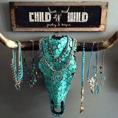 schmuckständer selber machen, stier, wanddeko, halsketten mit blauen perlen