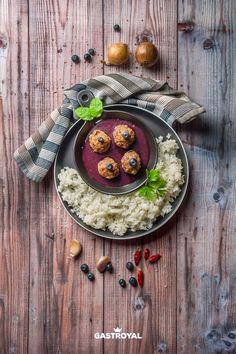 Svéd húsgolyók, áfonyaöntet, jázminrizs #food #fooddelivery #gastroyal #swedishmeatballs Camembert Cheese, Dairy, Food, Essen, Meals, Yemek, Eten