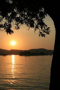 Sunset on Lake Pichola (Udaipur. India) | Coucher de Soleil sur le lac Pichola (Udaipur. Inde) | Puesta de sol en el lago Pichola (Udaipur. India)