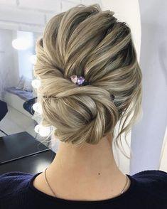 Textured updo, updo wedding hairstyles,updo hairstyles,messy updos #weddinghair #wedding #hairstyles #updowedding #weddinghairstyles