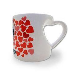 Taza pequeña con asa de corazón. San Valentín