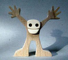 altura: 9 cm ancho: 9 cm espesor: 2,5 cm la madera es haya y el arce un p poco hombre... encantados de verte