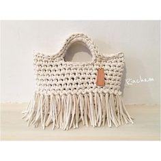 Сумка из трикотажной пряжи Crochet Handbags, Crochet Purses, Love Crochet, Crochet Yarn, Homemade Bags, Big Yarn, Yarn Bag, Knit Art, Best Purses