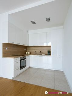 The design of the dream kitchen using white collaboration with wooden floors is . - The design of the dream kitchen using white collaboration with wooden floors is very suitable to loo - Simple Kitchen Design, Kitchen Room Design, Kitchen Cabinet Design, Home Decor Kitchen, Interior Design Kitchen, Home Kitchens, Kitchen Cabinets, Decorating Kitchen, Kitchen Ideas